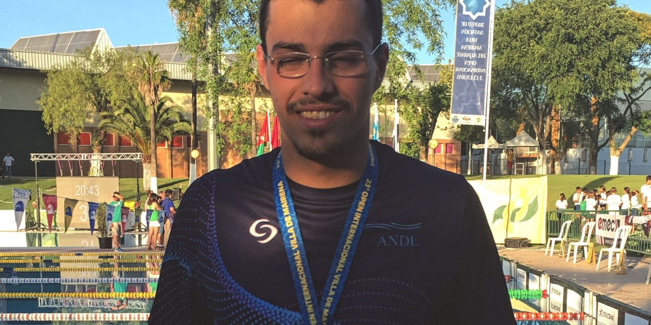 Sebastião Mendes Gomes  representa Seleção Distrital de Leiria no   Trofeo Internacional Villa del Mairena Open de las 3 Culturas e ganha medalha de prata nos 1500L
