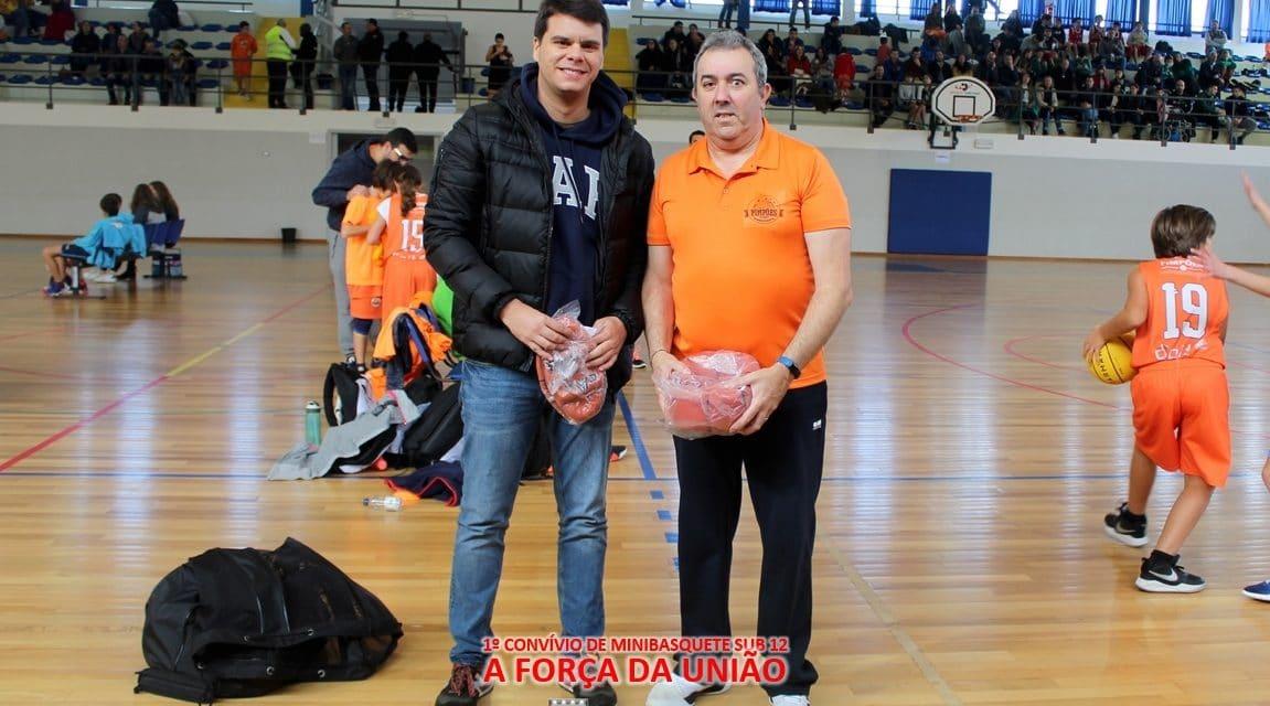 Minibasquete recebeu bolas novos da Associação de Basquetebol de Leiria